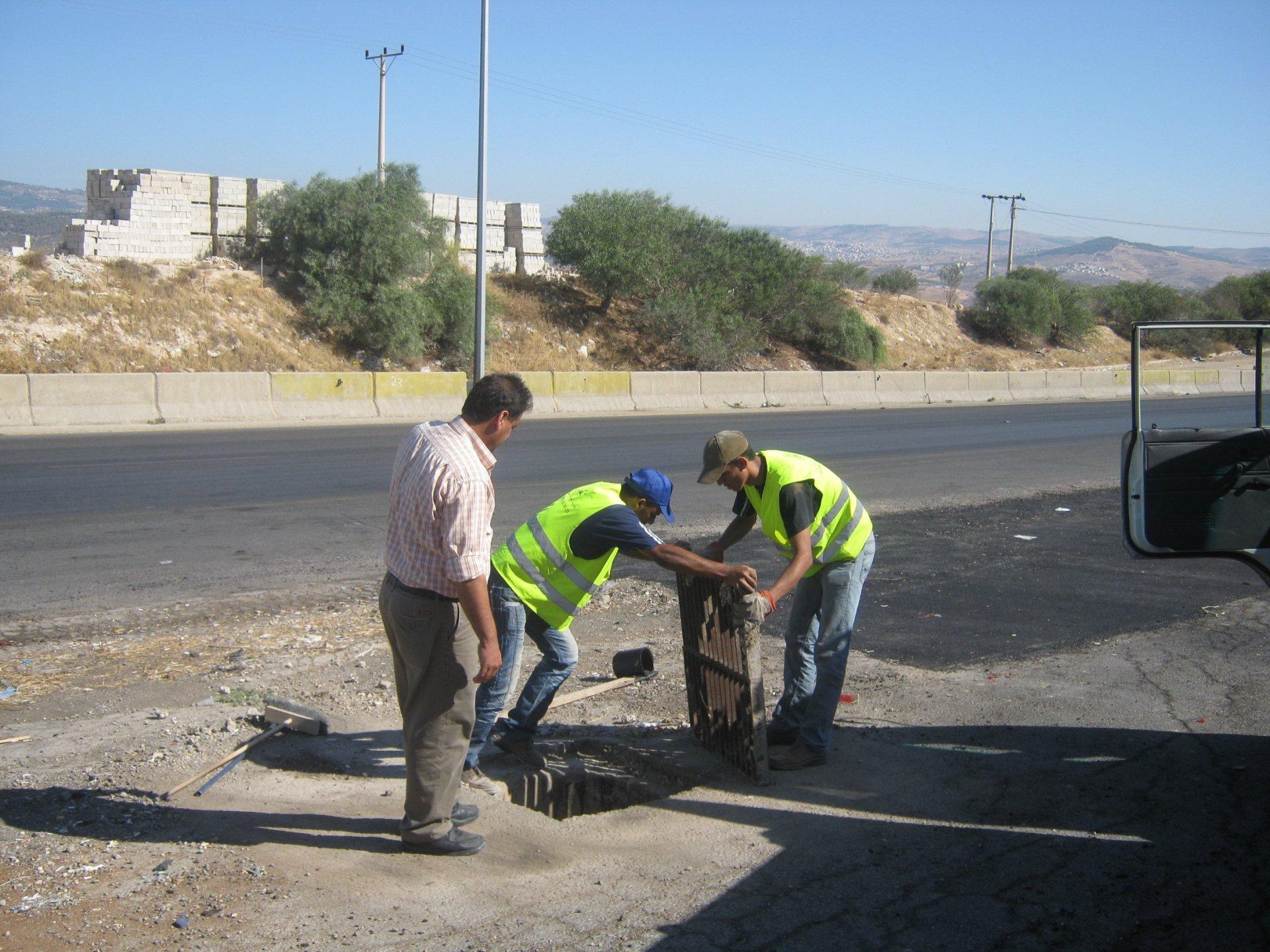 manhole 2009-16